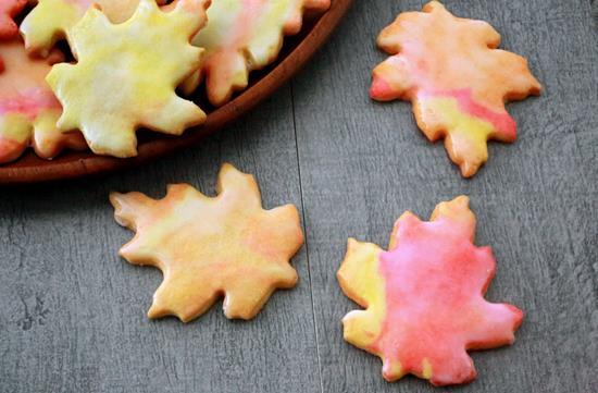 Leaf-shaped cookies