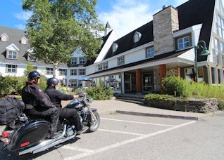 Moto au Gîte du Mont-Albert