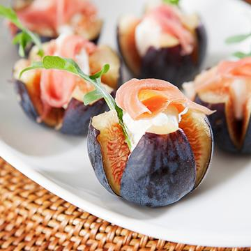 Fig canapés on a plate