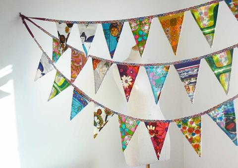 Craft banners hangning