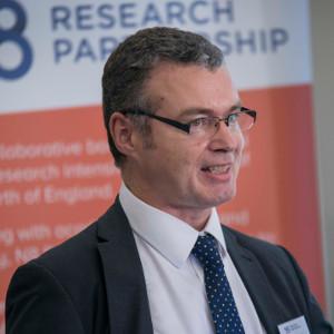 Dr Peter Simspon
