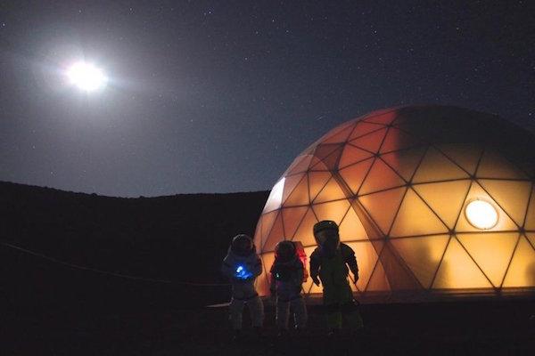 NASA RECRUITS SIX STRANGERS TO SIMULATE LIVING ON MARS