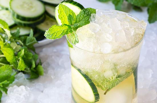 Green tea & cucumber cocktail