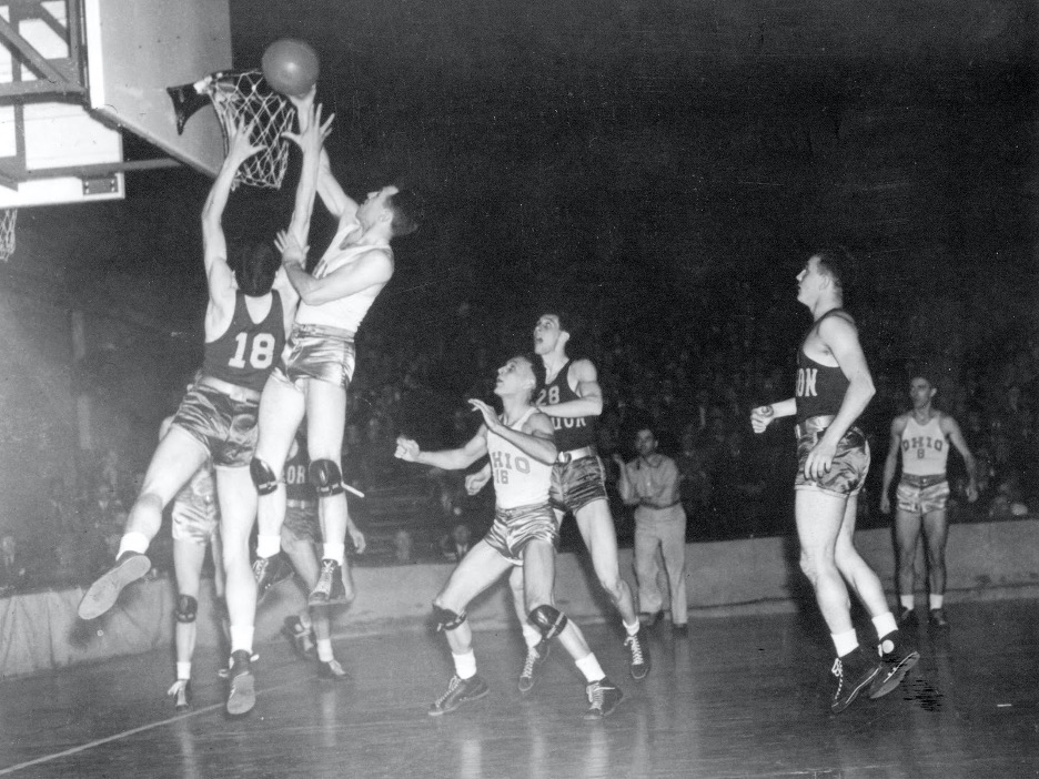 college basketball players competing in 1930s-40s